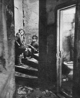 gorbals_children_health_toilet1