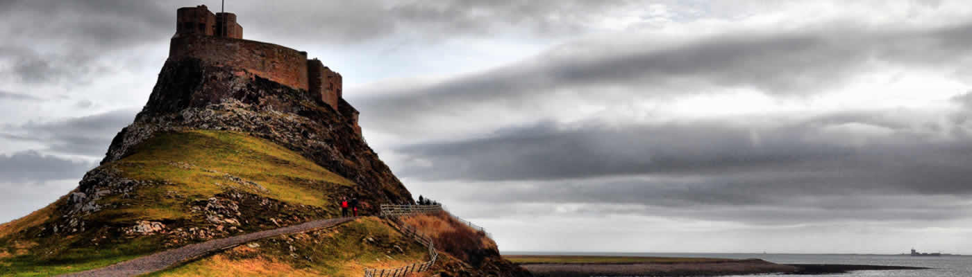 1 Day Holy Island, Alnwick Castle Tour