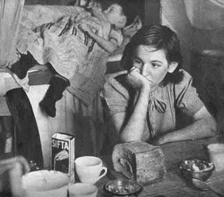 gorbals1948-woman_slum1a