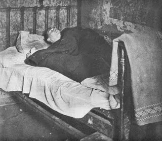 gorbals_unemployed_-slum1948_bed_health1